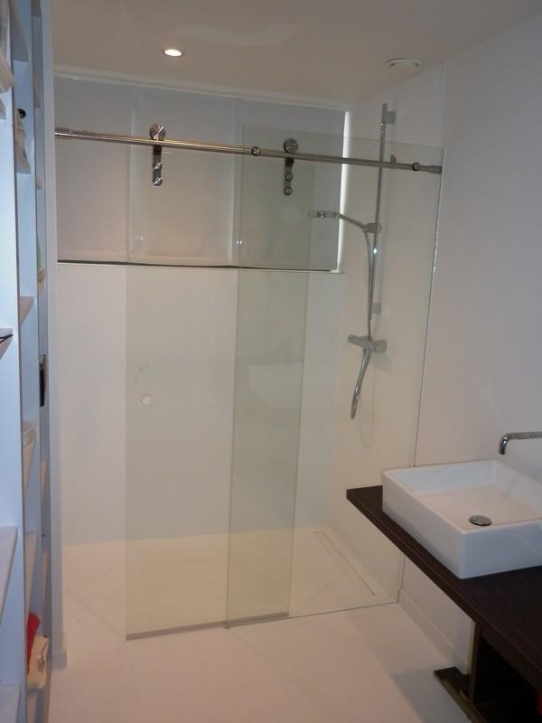 Realisatie Luxueuze En Moderne Glazen Douche Schuifdeur