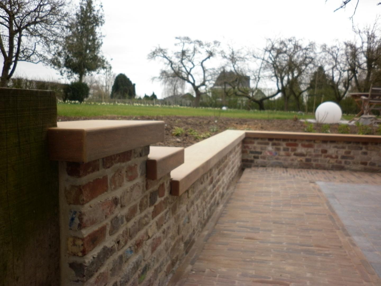 Realisatie houten zitbank voor een buiten terras gladeco - Bank terras hout ...