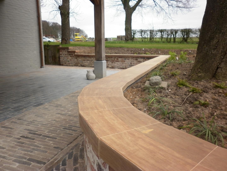 Realisatie houten zitbank voor een buiten terras gladeco for Houten trap voor buiten